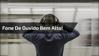 Homem Com Fone De Ouvido Cantando Em Lugares Públicos, Para Rir Muito!