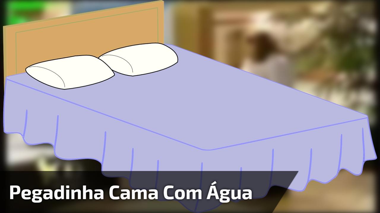 Pegadinha da cama com água em loja, é um tombo mais engraçado que o outro kkk!