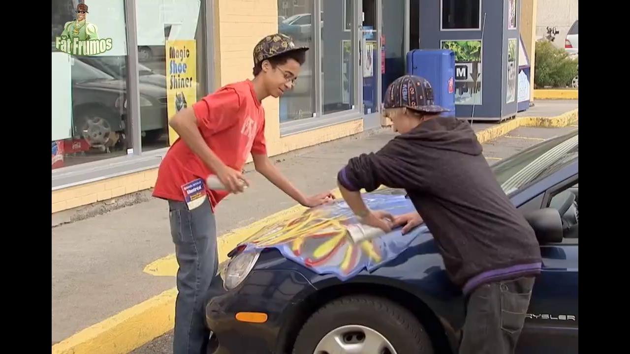 Pegadinha da pintura no carro, imagina se fosse com seu carro kkk!