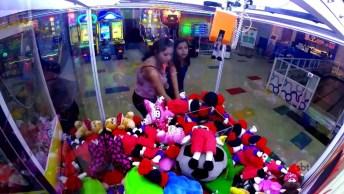Pegadinha De Terror Do Palhaço Dentro Da Máquina De Ursinhos Em Shopping!