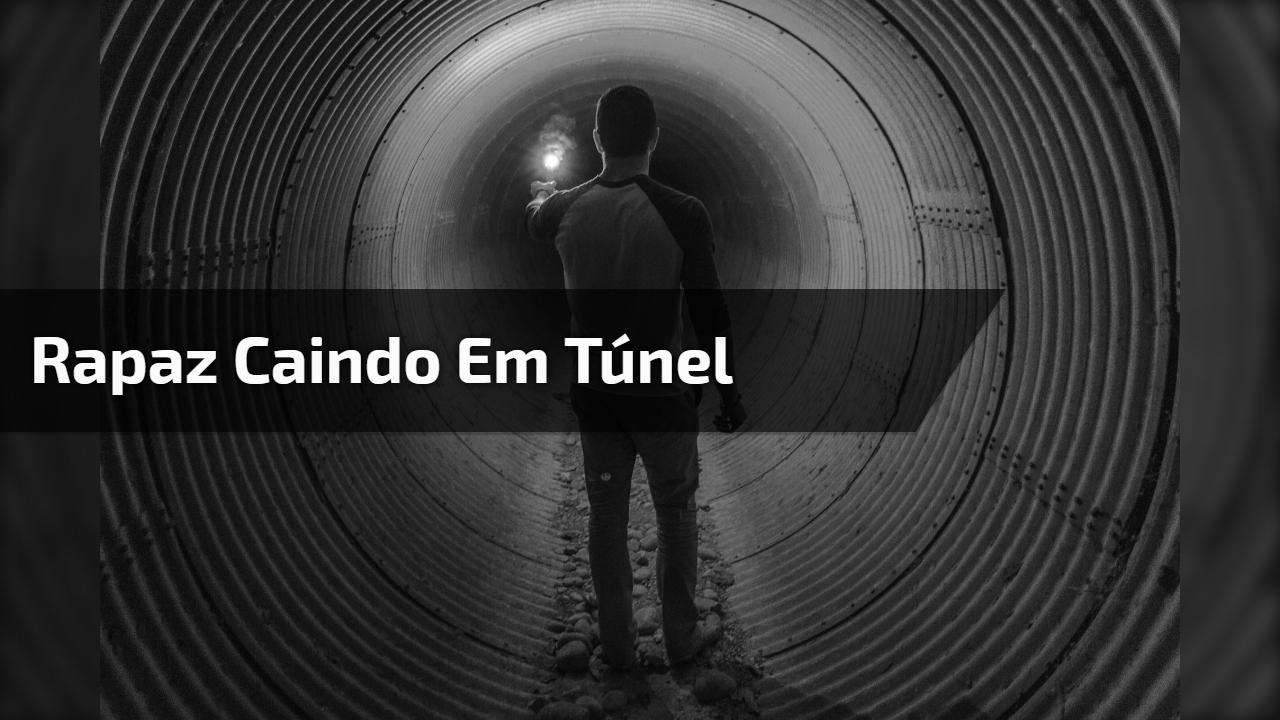 Rapaz caindo em túnel