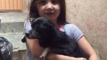 Cachorrinha Foi Adotada Por Garotinha, O Amor É O Sentimento Mais Lindo!