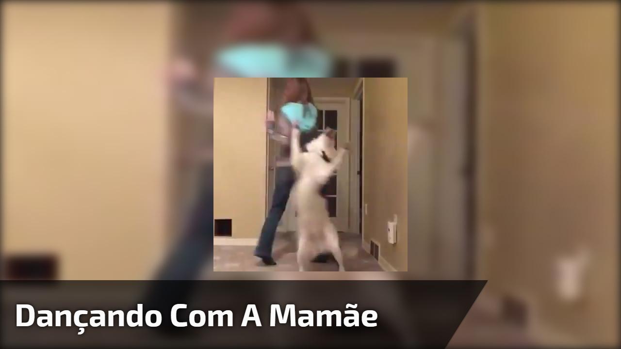 Dançando com a mamãe