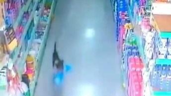 Ladrão Entra Em Supermercado E Rouba Na Cara Dura, Que Feiura!