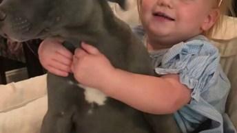 Menina Dando Muito Amor E Carinho Ao Seu Melhor Amigo, O Cachorro!