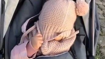 Achou? Cadê? Achou? Que Vídeo Mais Fofo De Bebê, Confira!