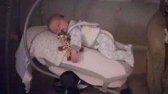 Balancinho Para Bebê, Esse Acalma Quase Igual Ao Colo Da Mamãe!