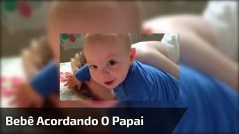 Bebê Acordando O Papai Com Delicadeza, Ou Melhor, Sem Delicadeza Nenhuma Hahaha!