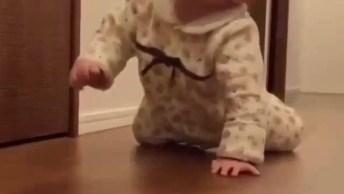 Bebê Aprendendo A Engatinhar, Que Fofura De Bebê Gente!
