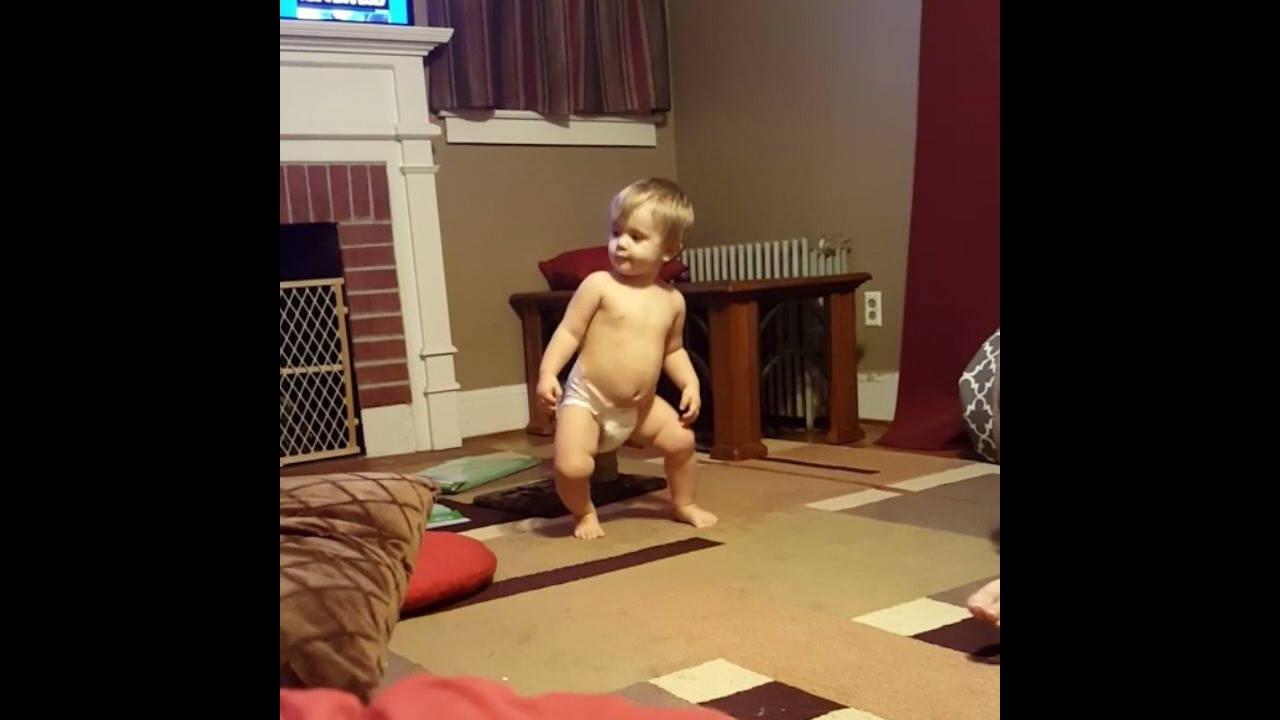 Bebê arrasando na dança