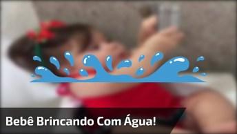 Bebê Brincando Com Água Na Pia, Para Alegrar Seu Dia Hoje!