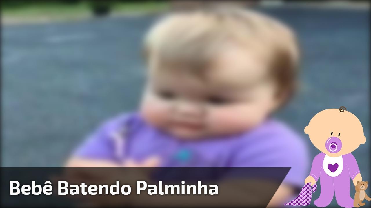 Bebê batendo palminha
