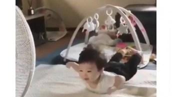 Bebê Brincando De Voar, Mais Uma Ideia Para Fazer Seu Filho Ou Filha Imaginar!