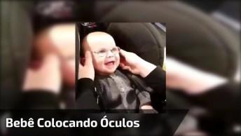 Bebê Colocando Óculos E Enxergando Melhor Pela Primeira Vez!