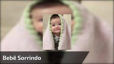 Bebê Com Carinha E Sorrisinho Lindo, Quem Não Se Derrete?