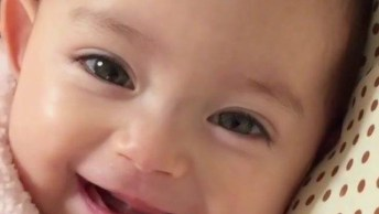 Bebê Com Carinha Mais Linda Para Te Desejar Uma Boa Tarde!