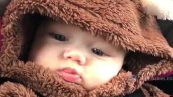 Bebê Com Macacão De Ursinho, O Vídeo Mais Lindinho Que Você Vai Ver Hoje!