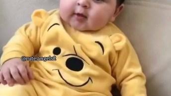 Bebê Com Macacão Fofinho, Da Vontade De Apertar Esta Lindeza!