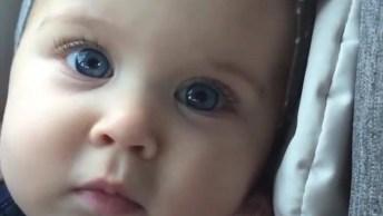 Bebê Com Olhos Lindos E Calmos, Uma Imagem Belíssima, Confira!