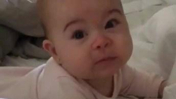 Bebê Com Preguiça De Acordar, Que Cena Mais Fofa De Bebê!