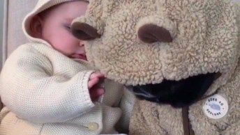 Bebê Com Seu Melhor Amiguinho, Não Estou Sabendo Lidar Com Tanta Fofura!