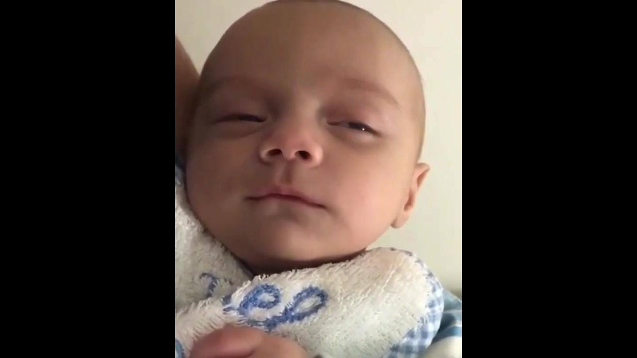 Bebê com soninho, olha só as caretas que ele faz