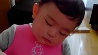 Bebê Comendo E Dormindo Ao Mesmo Tempo, Que Fofura, Deixa Ele Descansar!