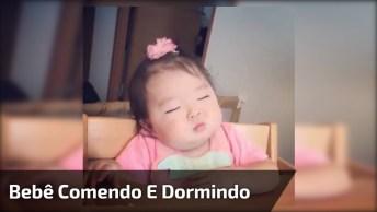 Bebê Comendo E Dormindo Na Sua Cadeirinha, Que Fofura Mais Linda!
