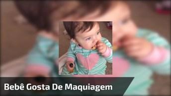 Bebê Comendo E Se Maquiando, Ela É Muito Linda Gente, Confira!