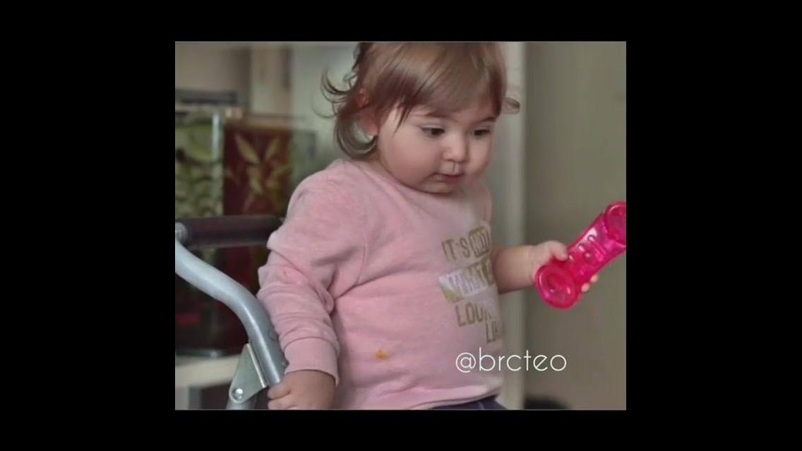 Bebê conversando no telefone, o vídeo mais fofinho que você vai ver hoje!!!