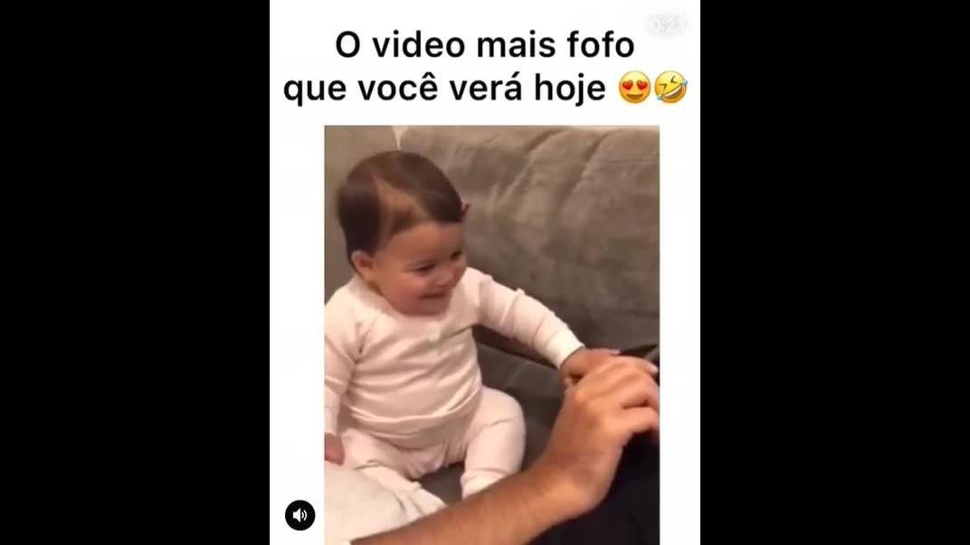 Bebê dançando a musica mais famosa entre os bebês