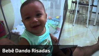 Bebê Dando Risadas Quando Ouve A Voz Do Tiririca, É Muito Engraçadinho!