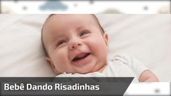 Bebê Dando Risadinhas, O Som Mais Gostosos De Se Ouvir No Mundo!