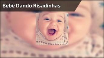 Bebê Dando Risadinhas, Olha Só Estes Dentinhos Gente, Encantador!