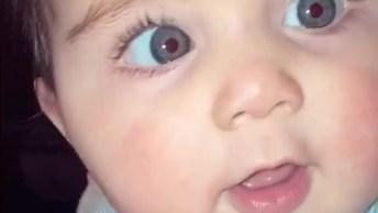 Bebê Dando Risadinhas, Veja Que Olhos Azuis Mais Lindos, Você Vai Se Apaixonar!
