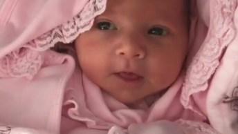 Bebê Dando Seu Primeiro Espirro, Que Coisa Mais Doce De Se Ver!