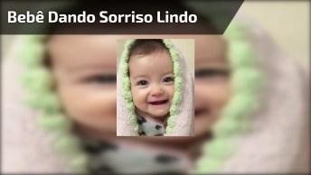 Bebê Dando Sorriso Lindo, Que Coisa Mais Fofa Gente, Confira!
