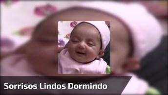 Bebê Dando Sorrisos Dormindo, É Muito Lindinha, O Milagre Da Vida!