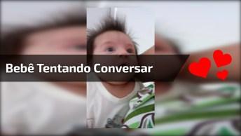 Bebê De Cabelo Arrepiado Tentando Conversar Com A Mamãe, Que Linda!