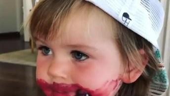 Bebê Destruiu Batom Da Mamãe, Olha Só A Carinha Dele, Eles São Demais!