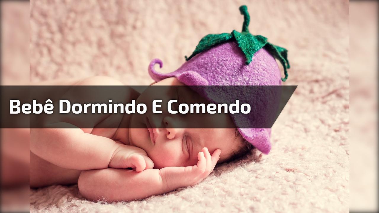 Bebê dormindo e comendo