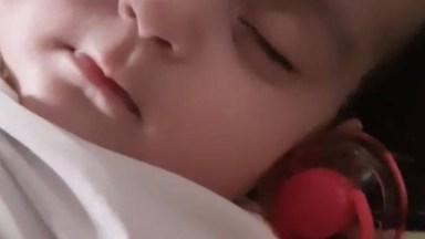Bebê Dormindo Tranquilamente, Não Existe Nada Mais Sereno Que Esta Imagem!