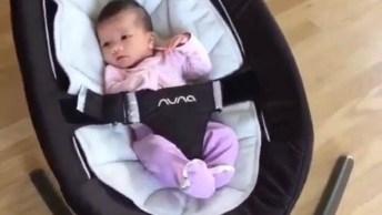 Bebê Em Cadeirinha Que Se Balança Sozinha, Uma Grande Ajuda Para Mamãe!