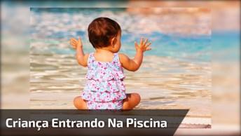 Bebê Entrando Na Piscina Para Nadar, Que Coisa Fofa, Confira!