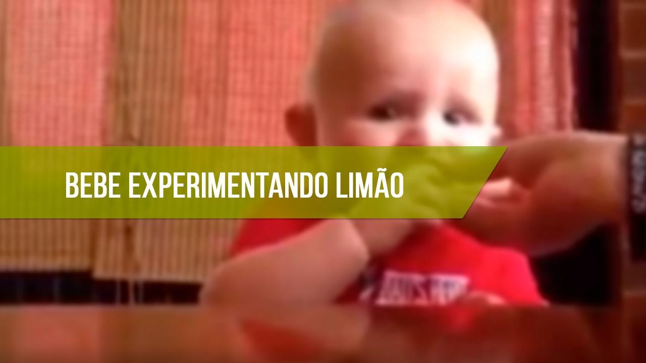 Bebê experimentando limão pela primeira vez