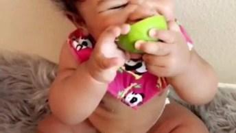 Bebê Experimentando Limão, Sempre Essas Imagens São Engraçadas!