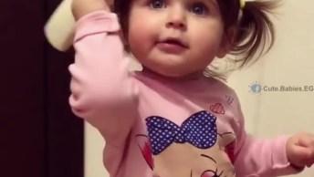 Bebê Falando No Telefone, Veja Como Ela É Lindinha, Que Fofura!