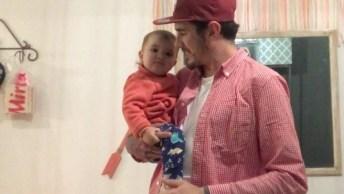 Bebê Faz 'Mágica' Com Seu Pai, Veja Que Coisa Mais Linda!