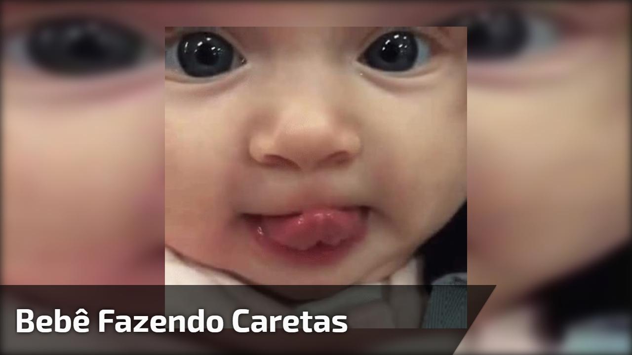 Bebê fazendo caretas engraçadas, compartilhe com as pessoas de seu Facebook!