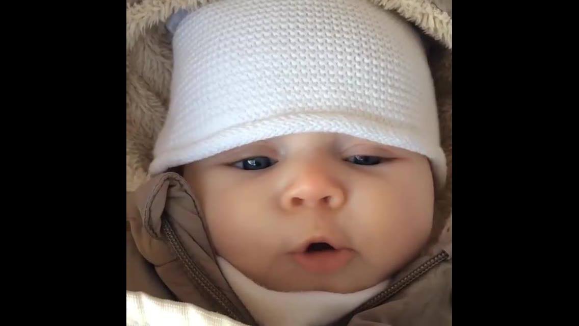 Bebê fazendo os sons mais fofinhos que você vai ver hoje